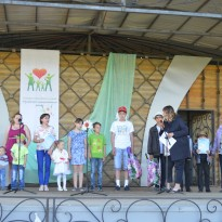 8 июля у здания МКДЦ (в парке) состоялось торжественное мероприятие приуроченное ко Дню семьи, любви и верности.